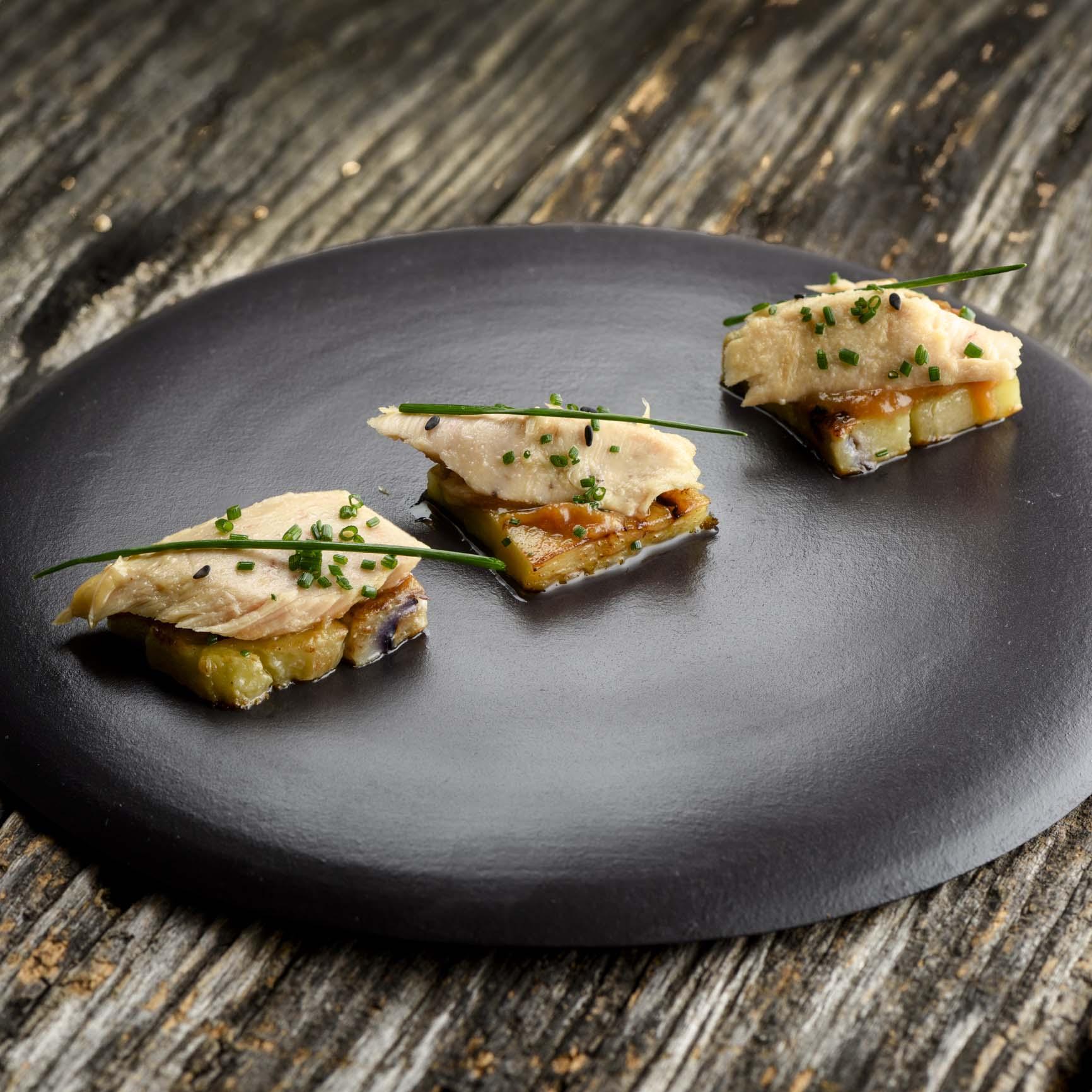 バスク・カンタブリア海のビンナガマグロをナスと味噌とあわせて