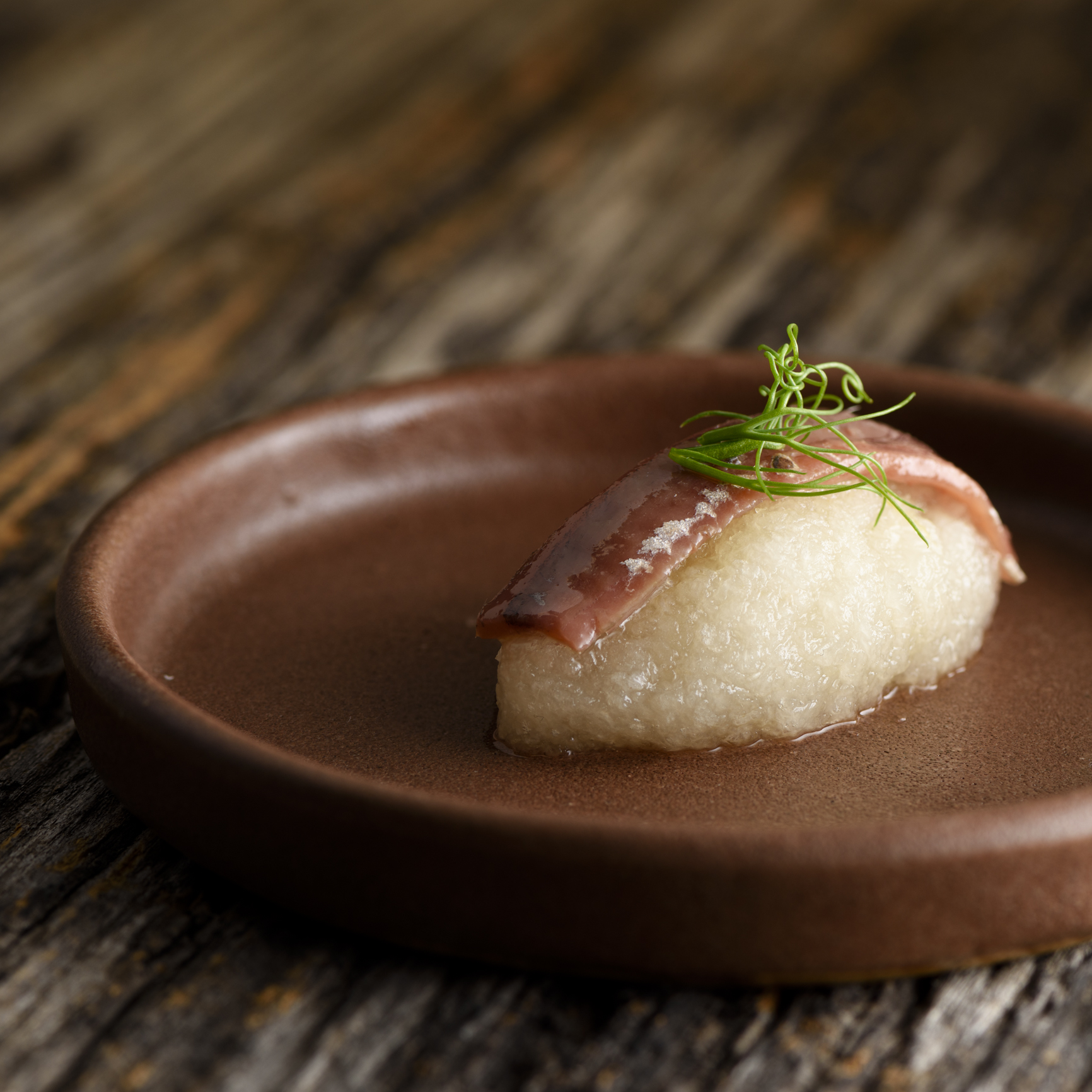 バスク・カンタブリア海のアンチョアのにぎり鮨仕立て