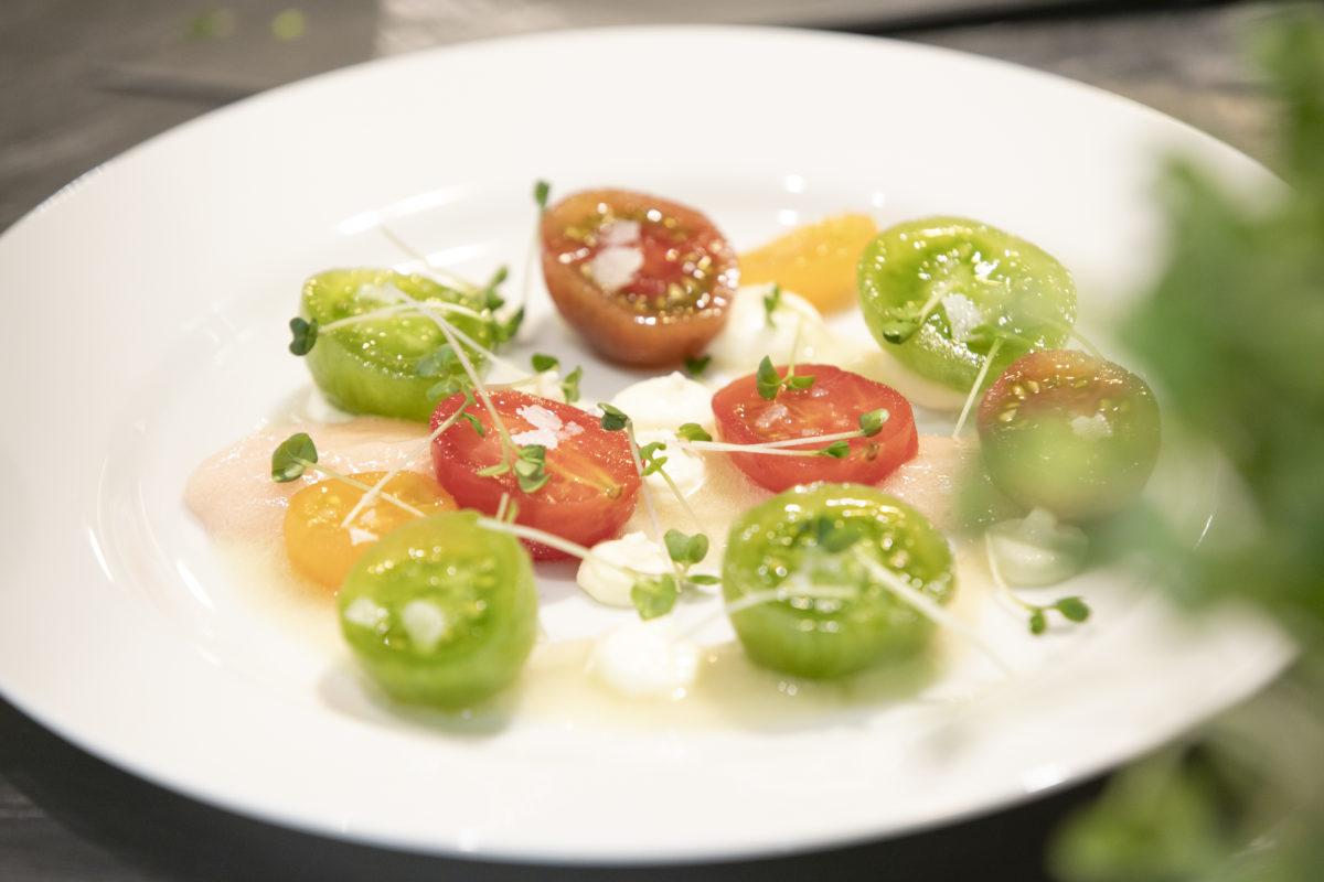 アンチョアのジュを詰めたミニトマト